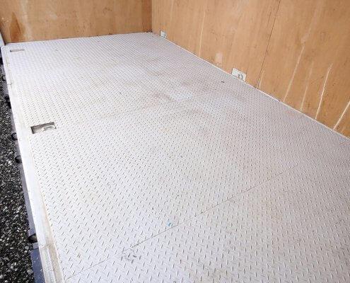 特殊サイズ中古コンテナフルサイドオープン中の床の様子