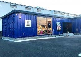 岐阜県海津市のおさかな舎様 40フィートコンテナ3連結飲食店型コンテナハウス外観 看板と入口側