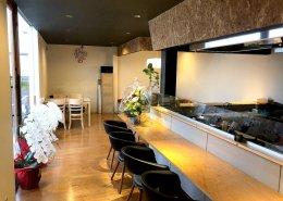 岐阜県海津市のおさかな舎様 40フィートコンテナ3連結飲食店型コンテナハウス店内