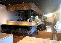 岐阜県海津市のおさかな舎様 40フィートコンテナ3連結飲食店型コンテナハウスカウンター席