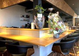 岐阜県海津市のおさかな舎様 40フィートコンテナ3連結飲食店型コンテナハウスカウンター席アップ