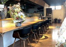 岐阜県海津市のおさかな舎様 40フィートコンテナ3連結飲食店型コンテナハウス カウンター席右側