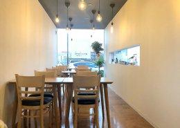 岐阜県海津市のおさかな舎様 40フィートコンテナ3連結飲食店型コンテナハウス 内観前面ガラス側