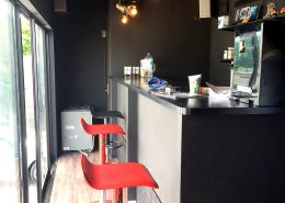 XD CAFE様(愛知県豊明市)店舗型コンテナハウス カフェスペースの様子