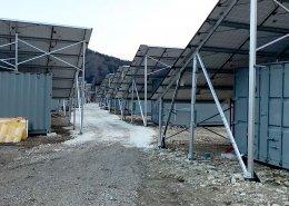 大型ソーラーパネルを設置した栽培用コンテナハウス 全景