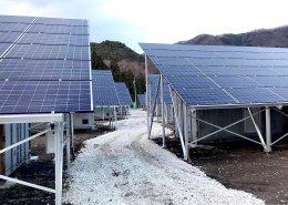 大型ソーラーパネルを設置した栽培用コンテナハウス ソーラーパネル