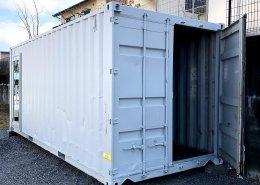 ご自宅の庭に事務所兼倉庫としてコンテナ設置 観音扉