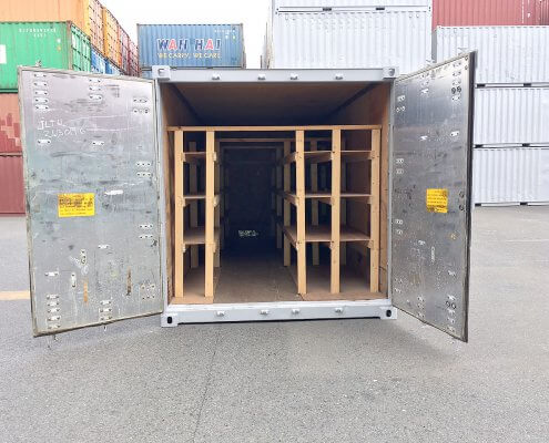中古海上コンテナ20ft 木製棚付き(名港) 観音扉オープン