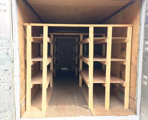 中古海上コンテナ20ft 木製棚付き(名港) 中の棚の様子