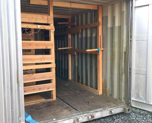 中古海上コンテナ20ft 木製棚付き(羽島) 観音扉オープン