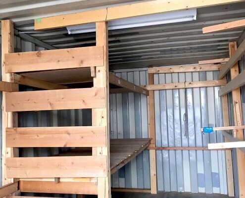 中古海上コンテナ20ft 木製棚付き(羽島) 内部の様子
