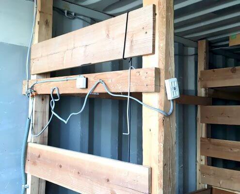 中古海上コンテナ20ft 木製棚付き(羽島) 棚・配線