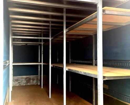 トラック箱L6300 スチール製棚付き 内部の様子