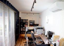 自然光を取り入れた快適なオフィススペース