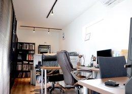 L字型コンテナハウスのオフィススペース