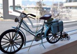 美容室コンテナハウスWHITE 置物の自転車