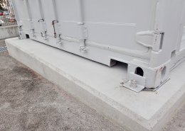 40フィートハイキューブのシャッター付倉庫 固定状況2