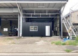 倉庫内に新品コンテナで事務所を設置 正面
