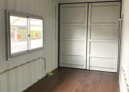 倉庫内に新品コンテナで事務所を設置 内観1