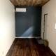 モダンな内装のシンプルな店舗用コンテナハウス - 入り口側