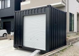 住宅敷地に10ftコンテナを使ったコンパクトガレージ - シャッター