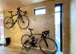 ロードバイクも収納、趣味を楽しむホビールームコンテナ - ロードバイク