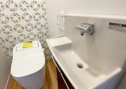 K様邸コンテナハウス - トイレと手洗い