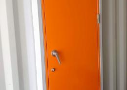 防音ドア付き新品コンテナボックス(岐阜県)オレンジの防音扉