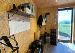 趣味と実益を兼ねたウッドデッキ付きコンテナハウスルーム 内装 OSB合板