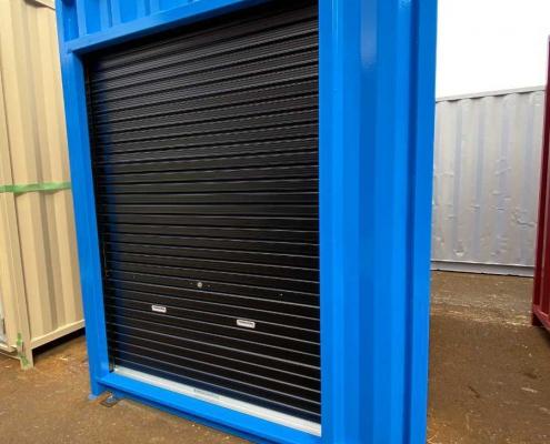 バイクガレージ用コンテナ(青)・窓・棚付き シャッター部分