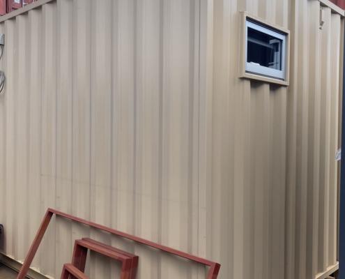 テレワークスペース用コンテナハウス(ベージュ)塗装済み 外観裏側