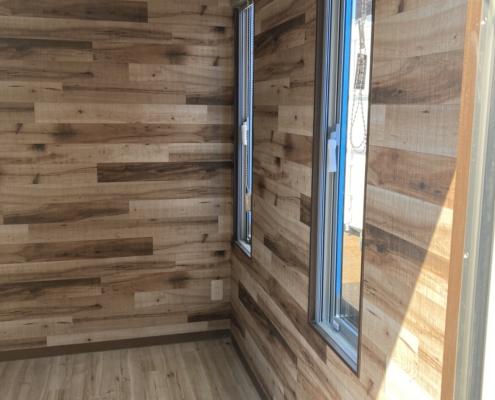テレワークスペース用コンテナハウス(ベージュ)塗装済み 縦窓