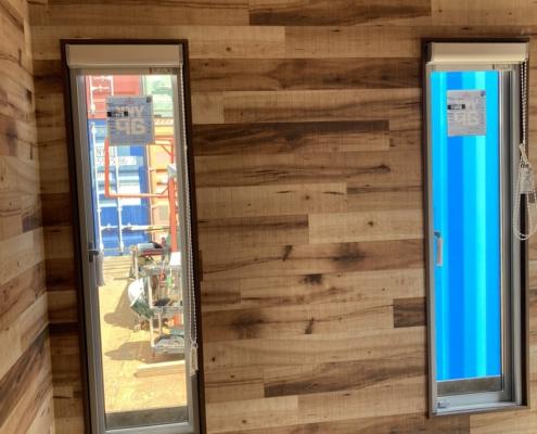 テレワークスペース用コンテナハウス(ベージュ)塗装済み 縦窓3