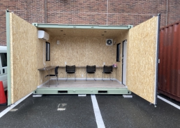 休憩所コンテナハウス オープン 椅子&机